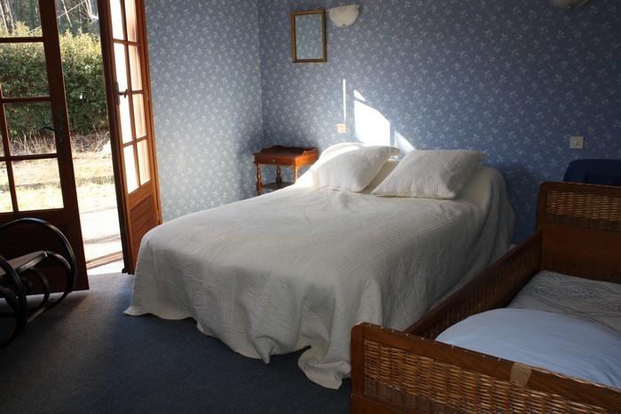 Le Porge, Location M. Bertin chambre bleue
