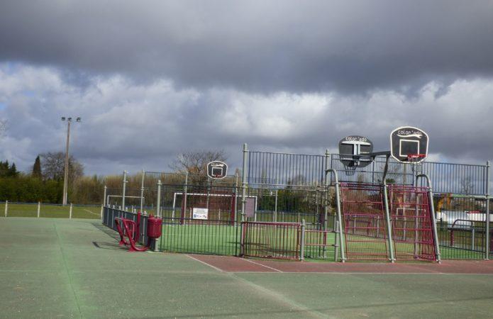 Table ping-pong, terrain de tennis et city stade