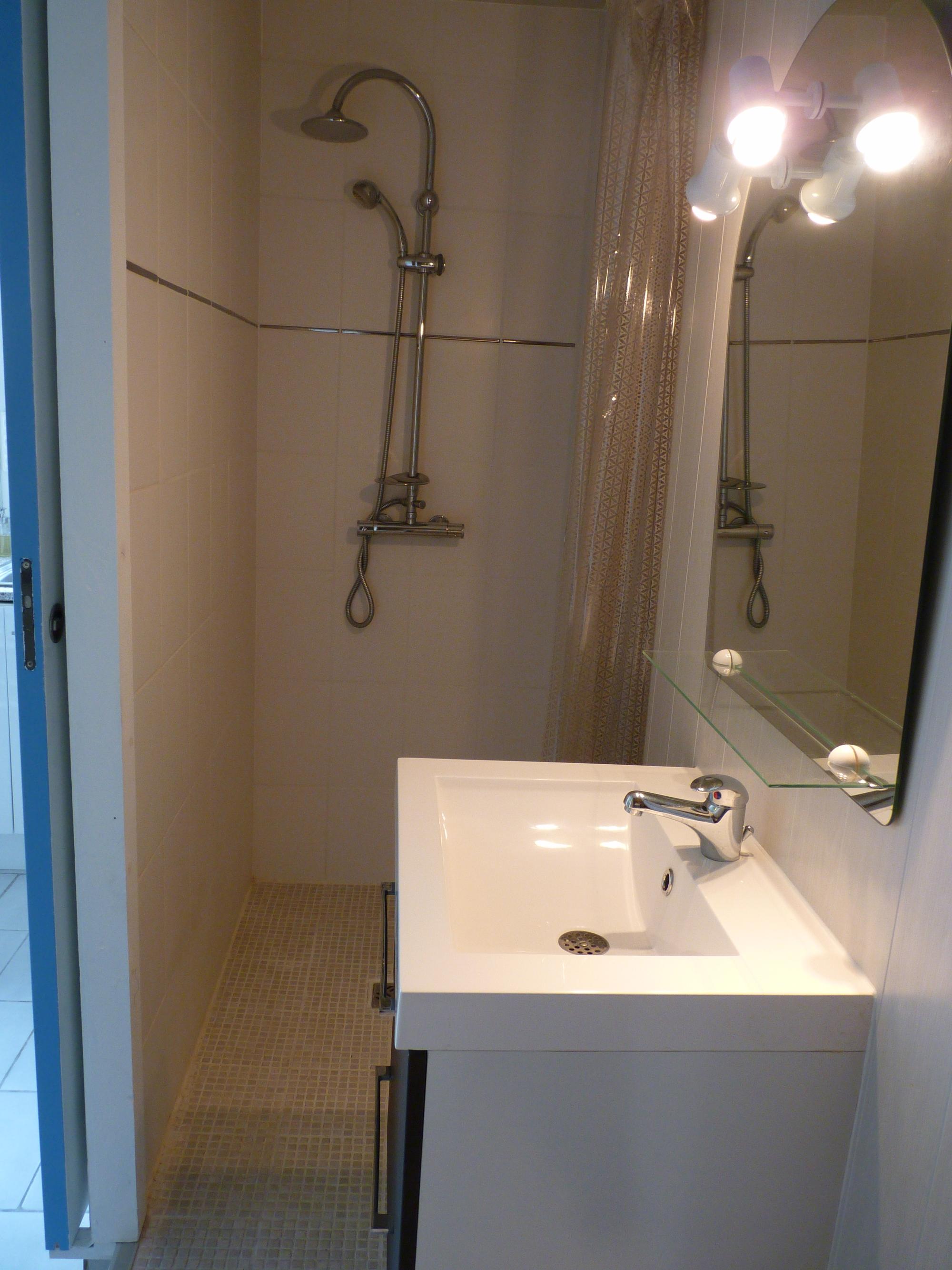 Location Monsieur et Madame PILLON ROMAIN salle d'eau